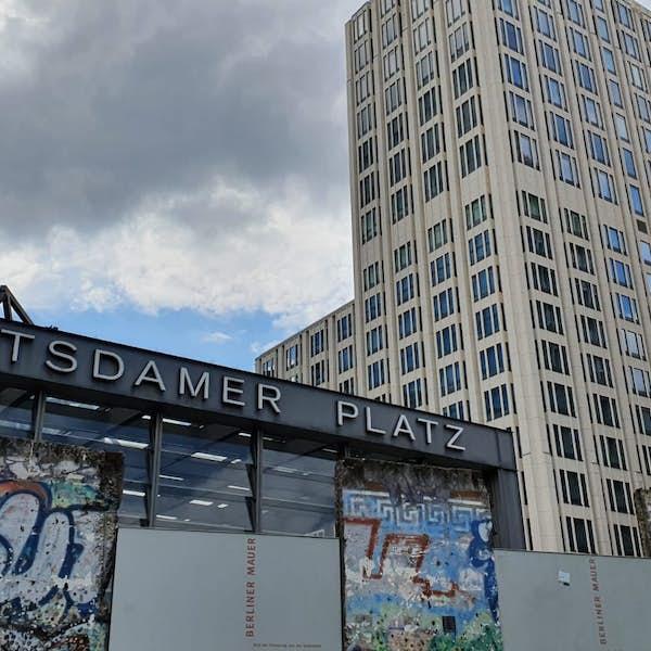 Potsdamer Platz: Cabaret, Culture and Communism - Live Virtual Experience's main gallery image