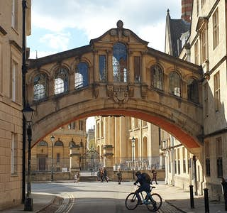 Walking Tour of Oxford University's gallery image