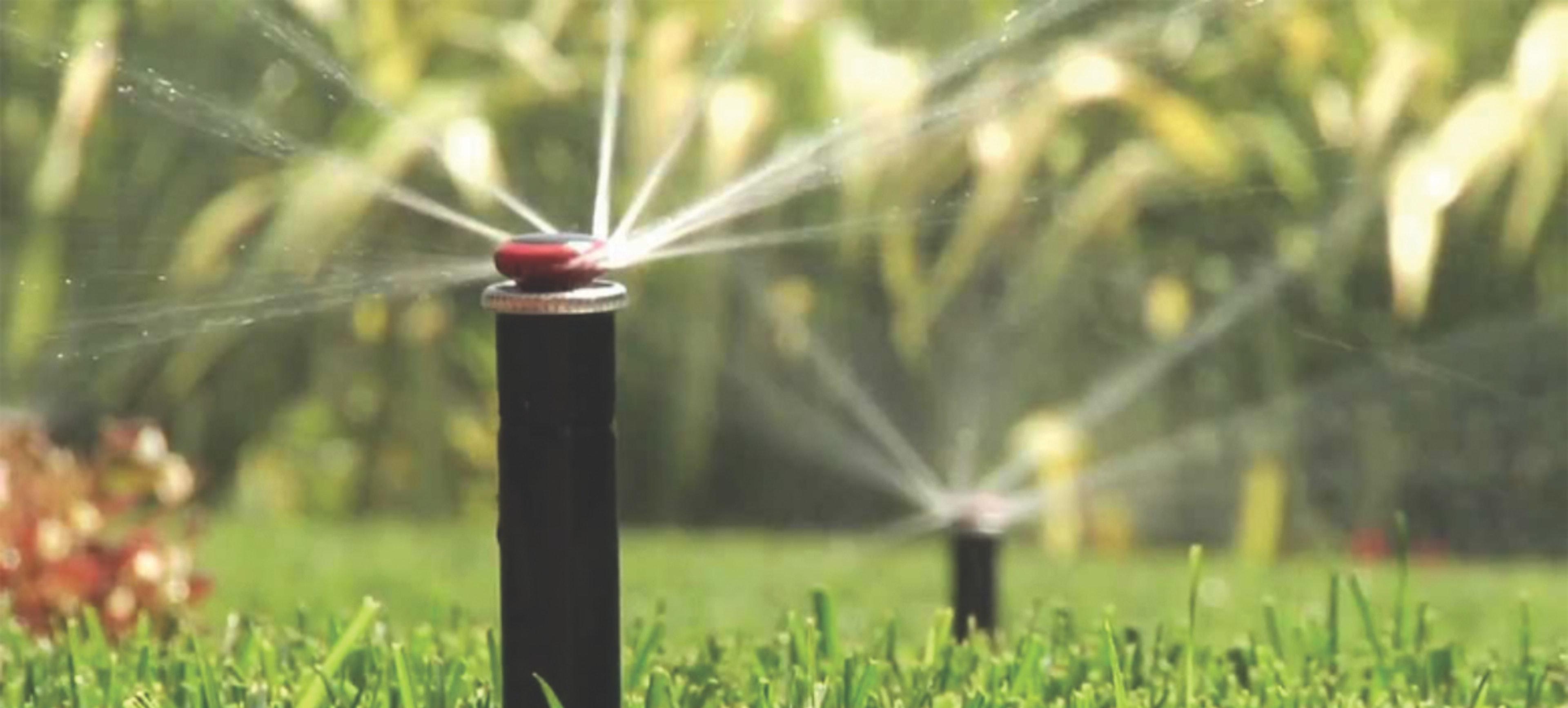 High Efficiency sprinkler head watering lawn