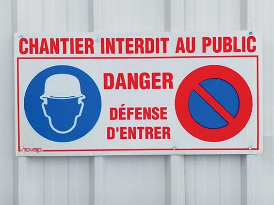 panneau de chantier interdit au public danger